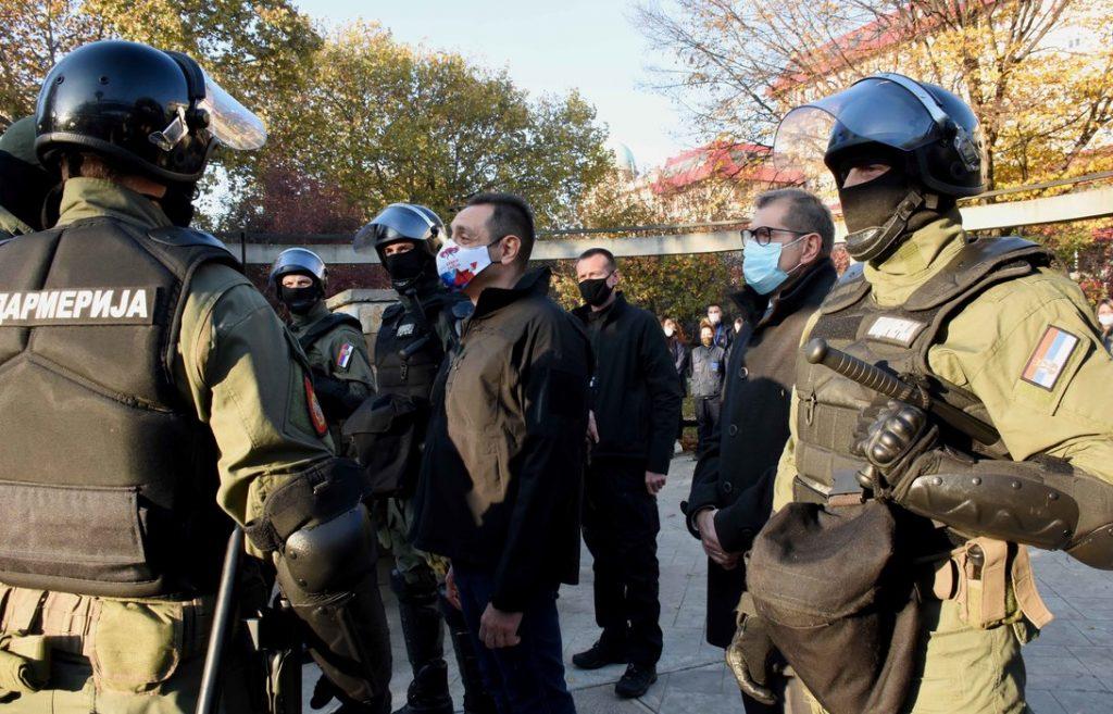 Vulin povodom napada na policiju u Kuršumliji: Srbija neće prepustiti ni centimetar svoje teritorije
