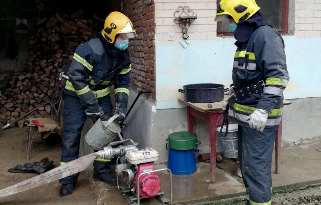 Voda se povlači, spasioci i dalje pomažu ugroženom narodu na jugu Srbije