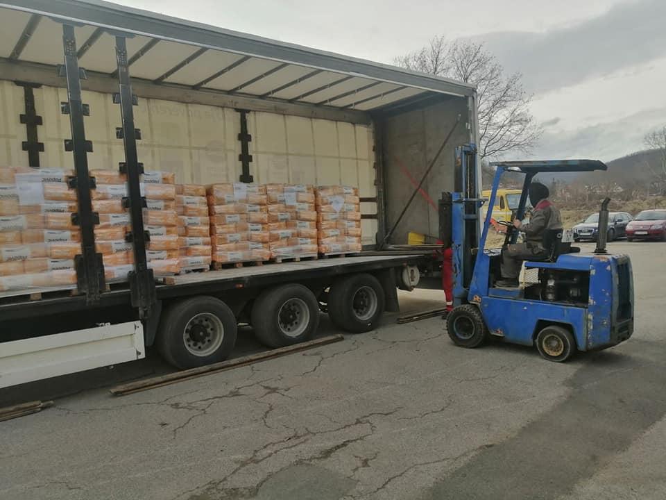 Za ugrožene meštane iz Medveđe stiglo 25 tona brašna iz Bogatića