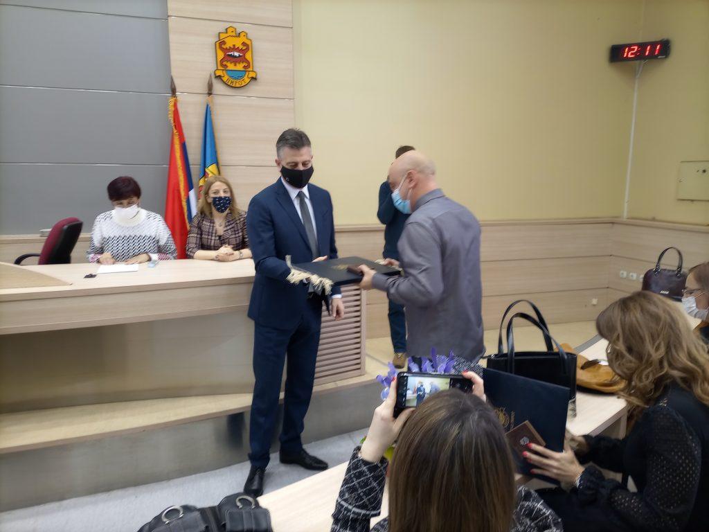 """Uručena priznanja prosvetnim radnicima Pirota """"Sveti Sava"""""""