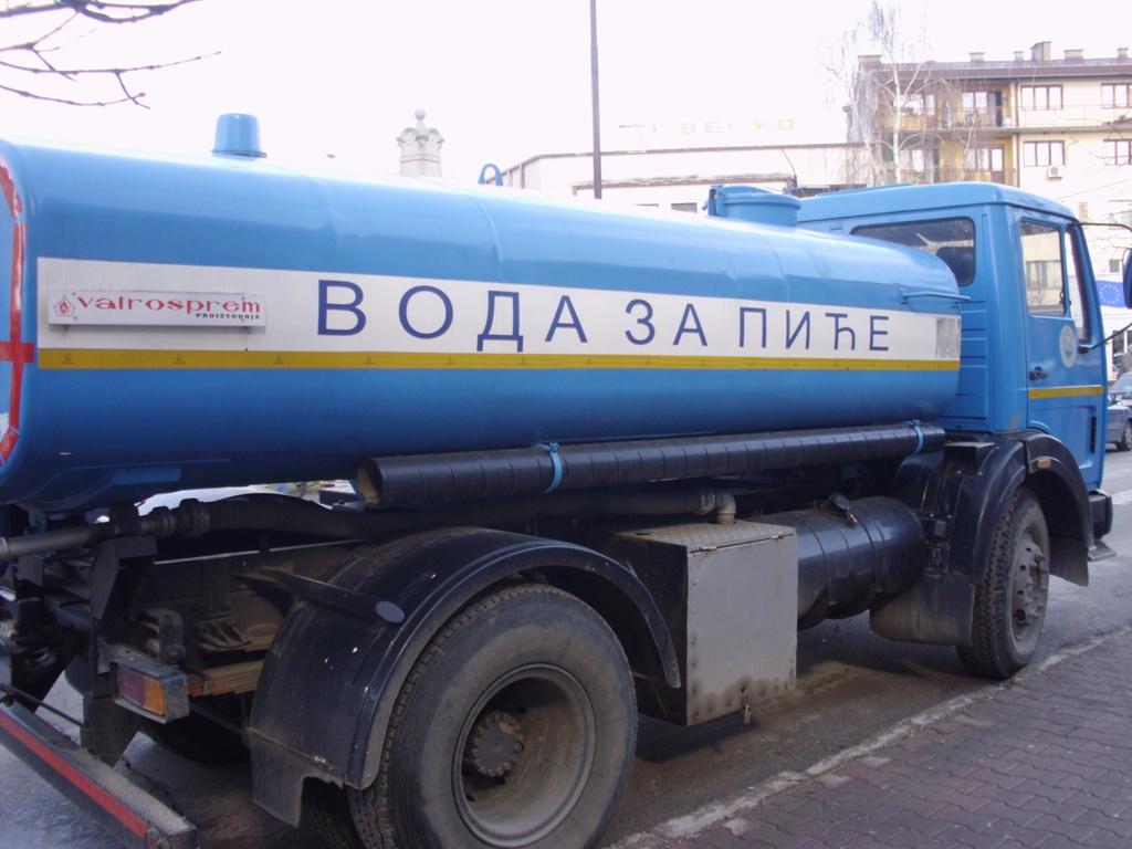 Desna obala reke Vlasine i tri naselja bez vode, vodom za piće građane će snabdevati cisterne