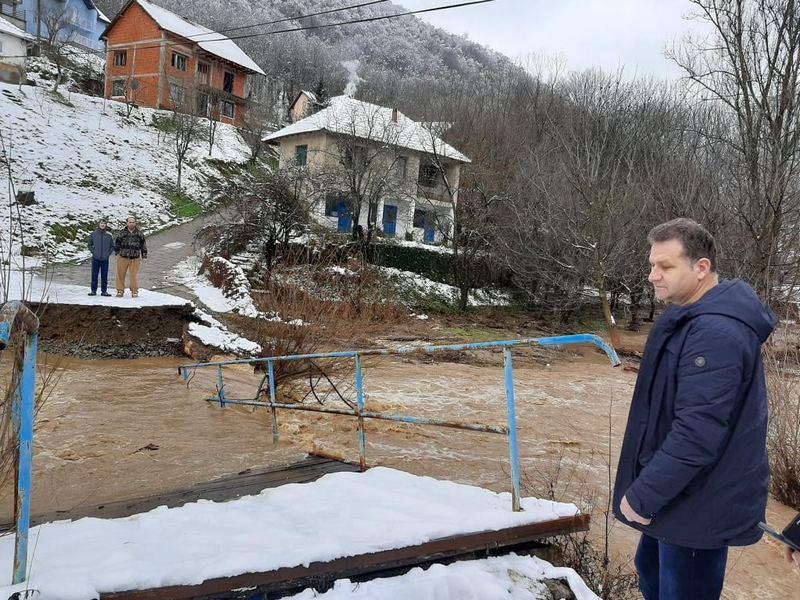 Polovina teritorije Medveđe bez struje, voda odnela dva mosta, na Rudniku pokidan dalekovod