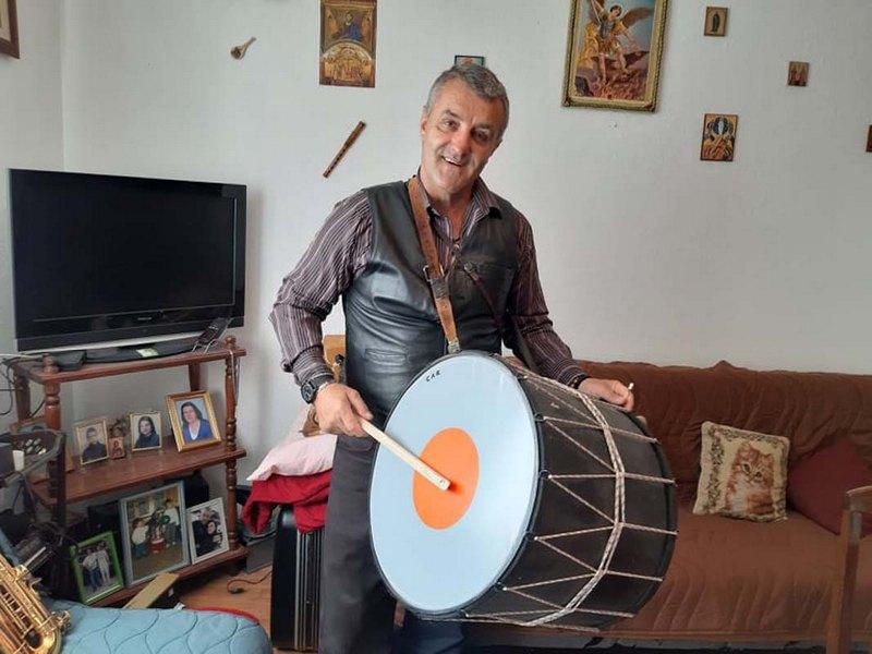 Nenadmašni muzičar Kole car