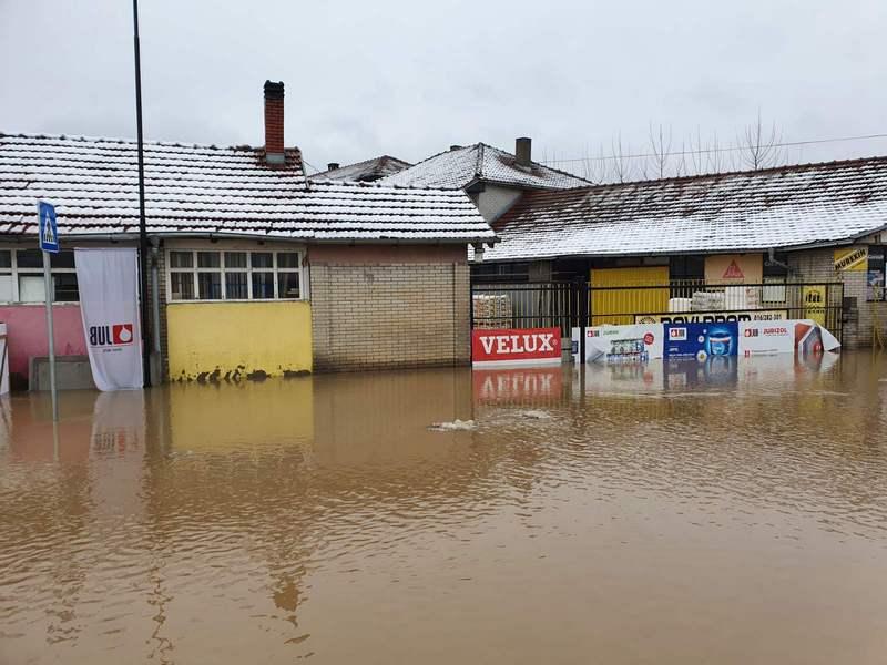 Firma Novi prom u Leskovcu kompletno pod vodom