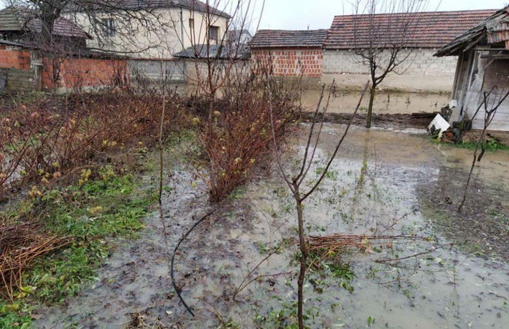Slatina poplavila dvorišta Levosojčana