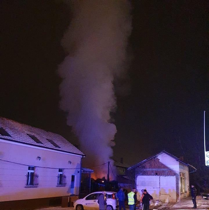 Požar na pomoćnom objektu u Pop Mićinoj ulici u Leskovcu