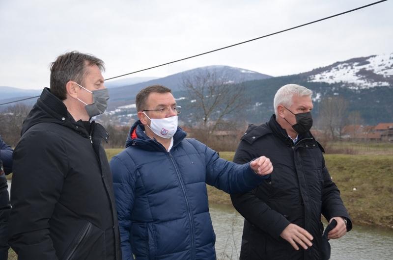 """Predsednici opština Glišić i Miljković sa direktorom """"Srbijavode"""" obišli poplavljena područja"""