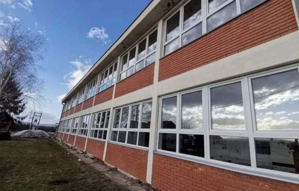Škola u Rataju dobija novu stolariju