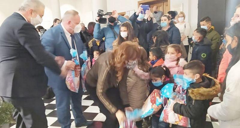 Mališani sa posebnim potrebama dobili 100 paketića
