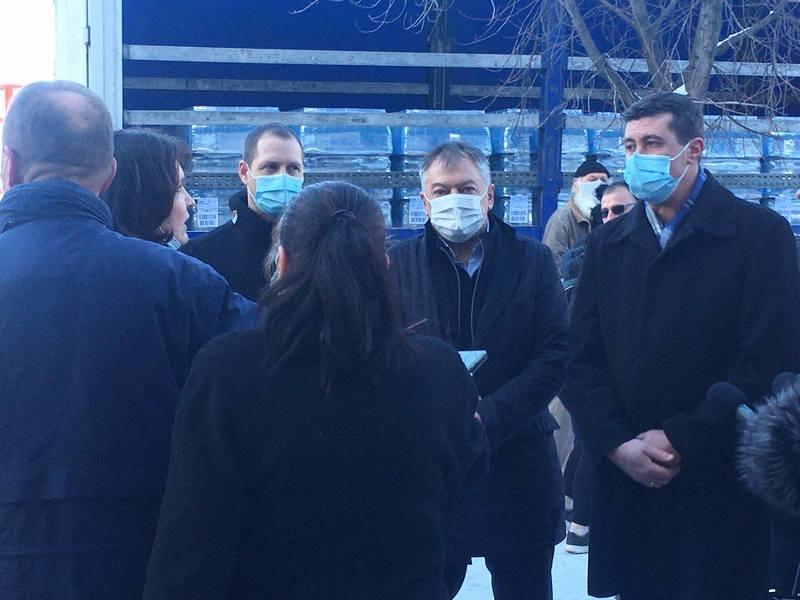 Ministar Tončev posetio Vlasotince i uručio 5 šlepera vode
