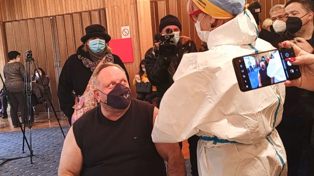Vakcinisao se gradonačelnik Leskovca – VIDEO