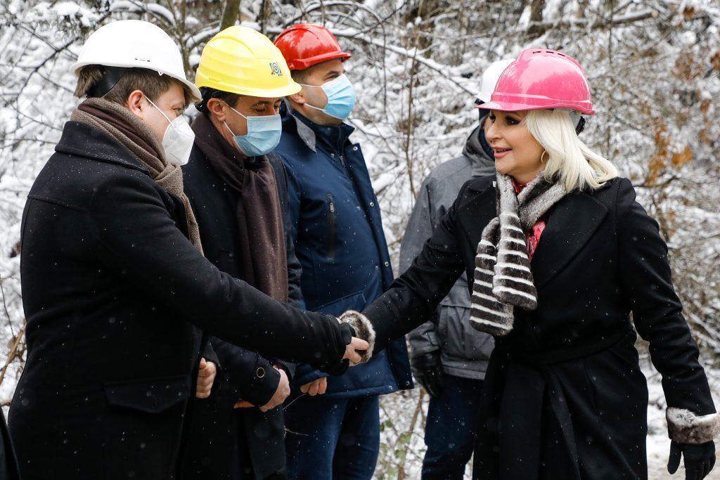 Ministarka Zorana Mihalović obećala da će svi meštani Vlasotinca najdalje za 10 dana dobiti struju