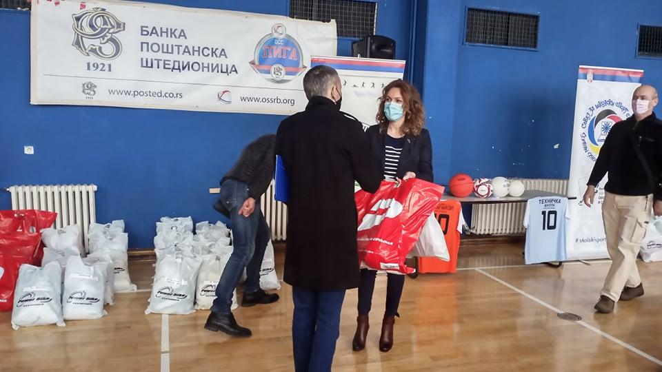 Savez za školski sport svim školama na teritoriji Leskovca donirao sportsku opremu