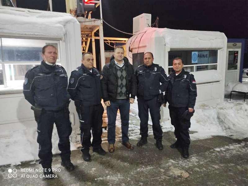 Arsić obišao policajce na prelazu Mitovode