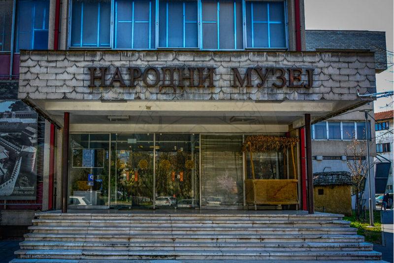 Puklo staklo na vitrini u muzeju, slučaj prijavio šef obezbeđenja