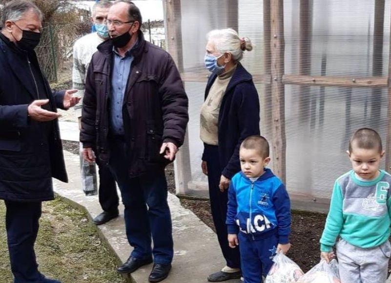 Tončev obilazi ugrožene u Crnoj Travi, jednoj porodici donirao celu svoju platu