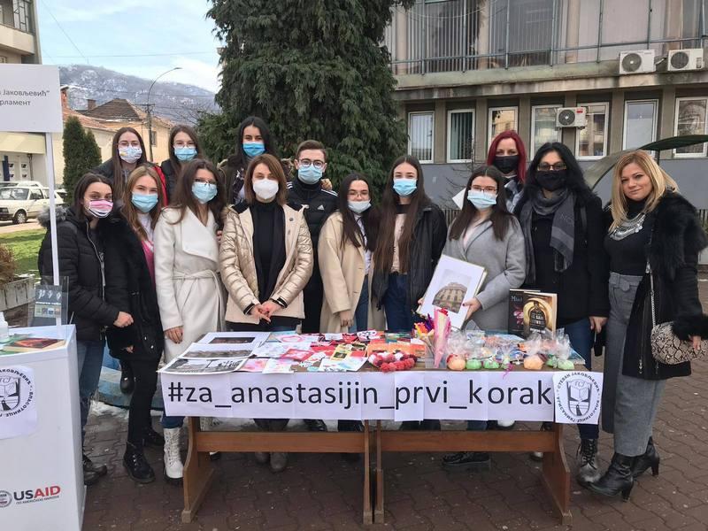 Gimnazijalci u Vlasotincu prikupili pomoć za lečenje male Anastasije