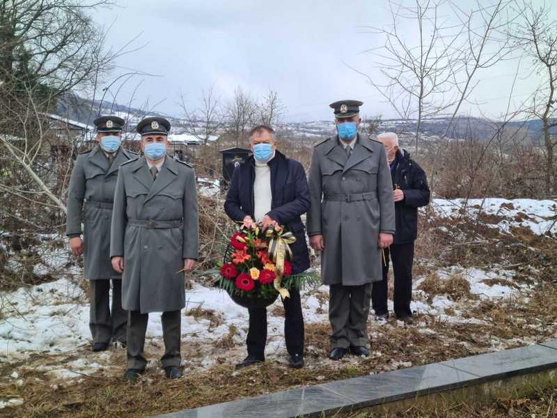 Ministar Tončev u Surdulici položio venac žrtvama NATO