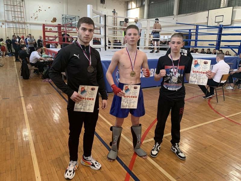 Mladi kik-bokseri iz kluba Princip doneli tri medalje u Leskovac