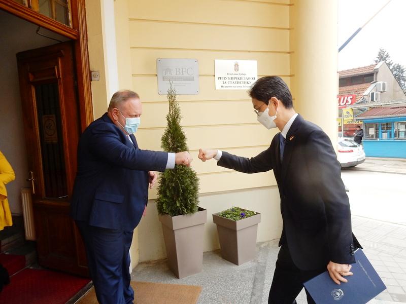 Ambasador Južne Koreje poklonio Leskovcu 3.000 maski