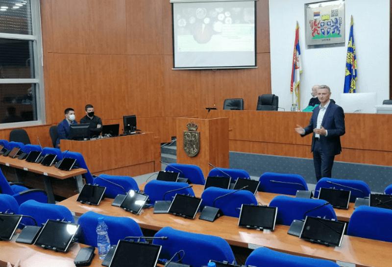 """U Leskovcu održan sastanak sa rukovodstvom firme """"Energy construction"""" koja se bavi konstrukcijom i ugradnjom kotlova i sistema grejanja na biomasu"""