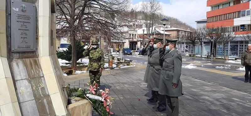 U Medveđi položeni venci na spomen česmi povodom 22. godine od početka NATO agresije