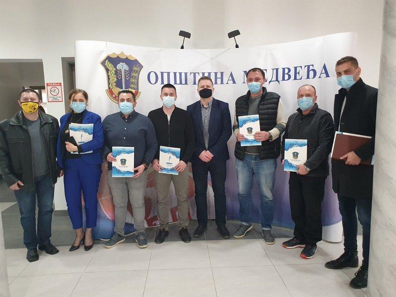Sportisti iz Medveđe potpisali ugovore sa lokalnom samoupravom, iz budžeta 15 miliona dinara