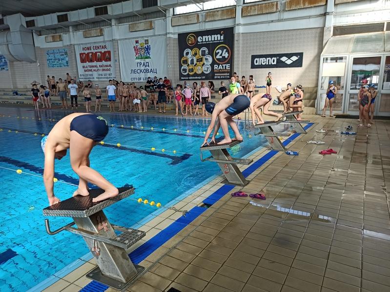 """Na školskom takmičenju u plivanju, 11 prvih mesta za Osnovnu školu """"Josif Kostić"""""""