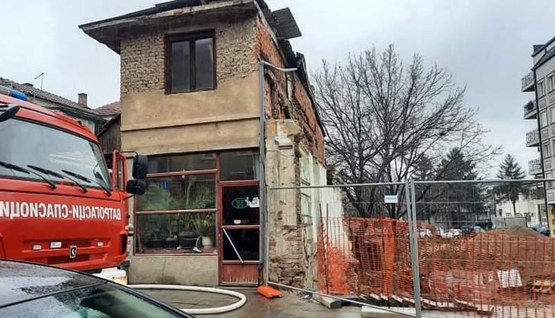 Gorela kuća obućara u Ulici Svetozara Markovića, ima povređenih