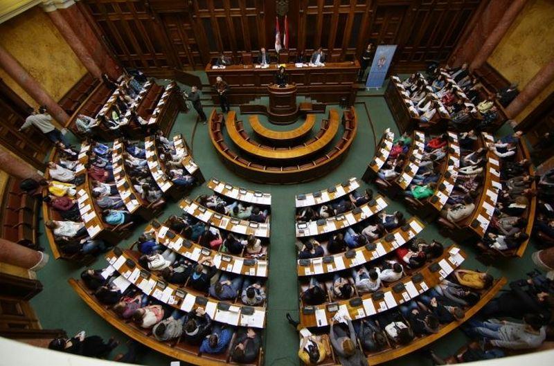 Nastavljeno etiketiranje novinara u Skupštini, medijske i novinarske organizacije formirale koaliciju za zajedničko delovanje