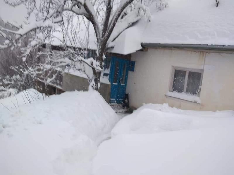 Crnu Travu sneg ponovo odsekao od sveta, meštani mole Srbiju za pomoć