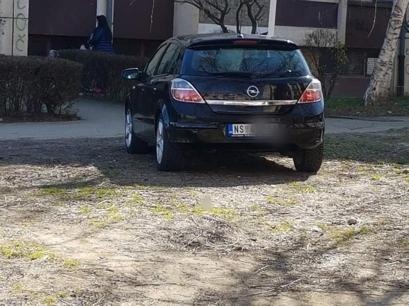 Parkovske zelene površine pretvorili u parkirališta