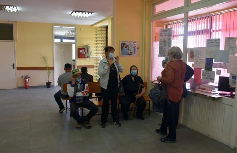 U Leskovac stiglo još 12.000 doza Sinofarm vakcine, vakcinisan ceo kabinet gradonačelnika, urologija izašla iz kovid sistema