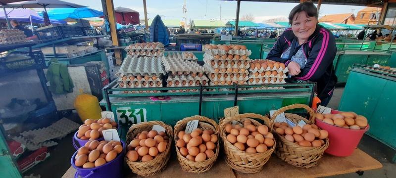 Na pijacama u Leskovcu nikad niže cene jaja pred Uskrs