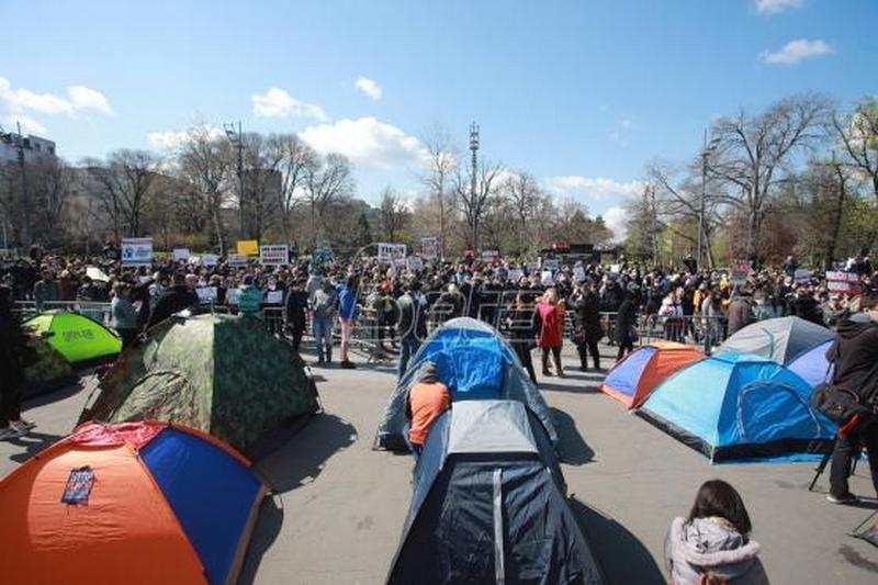 Protest frilensera: Države pomažu svoje građane, a nas naša tera u robove (VIDEO/FOTO)