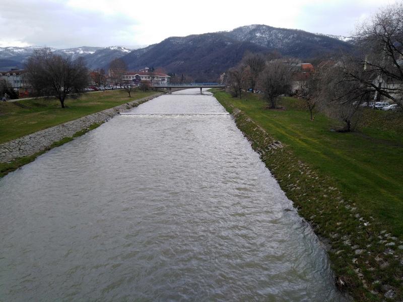 Naizmenično snabdevanje vodom na levoj i desnoj obali Vlasine