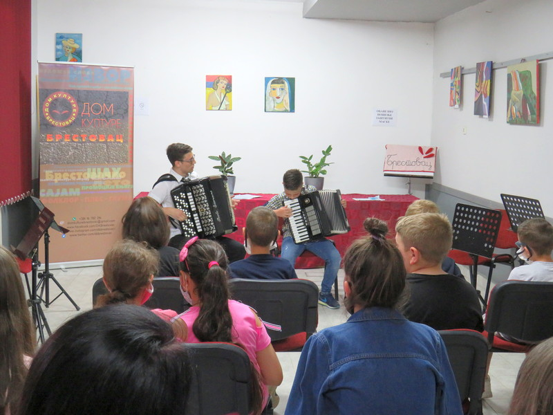 Mini koncert u Domu kulture u Brestovcu