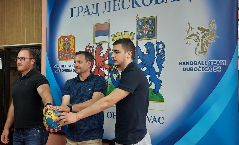 Posle dva teška poraza, rukometaši Dubočice sutra na svom terenu dočekuju Radnički iz Kragujevca