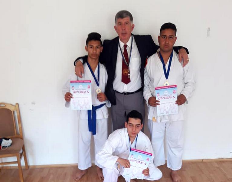 Karatisti iz Vranja osvojili 16 medalja na otvorenom Prvenstvu u Vlasotincu