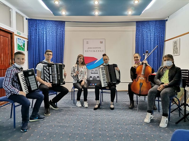 Mladi muzičari iz Leskovca nastupili u Pečenjevcu