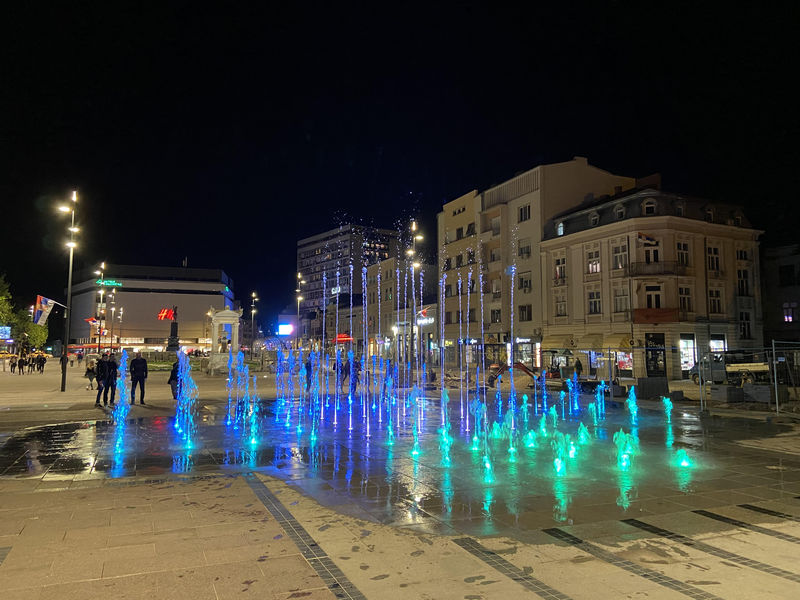 Svetleća fontana na trgu puštena u rad, rok za završetak radova do kraja meseca