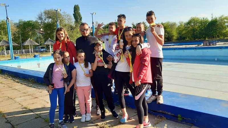 "Plivački klub ""Leskovac"" doneo još 15 medalja u svoj grad"