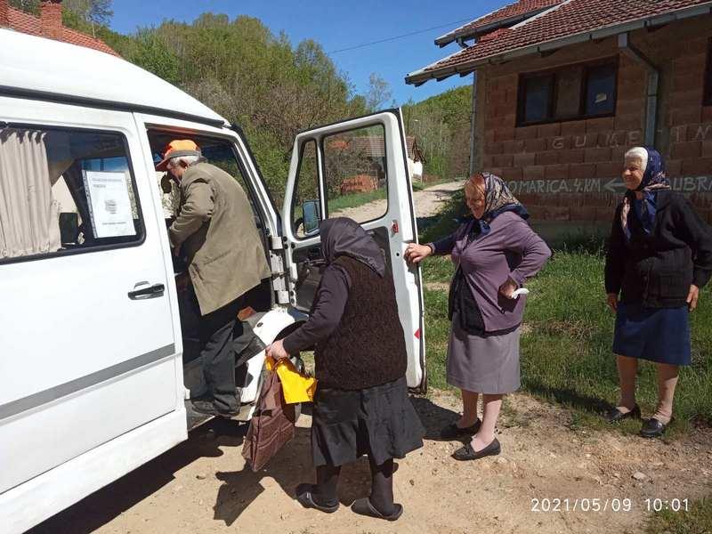 Za meštane u brdsko-planinskim selima obezbeđen prevoz do vakcinacije