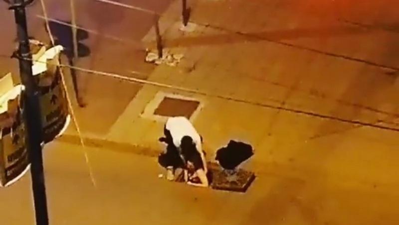 Polugola devojka izašla iz šahte usred noći (VIDEO)