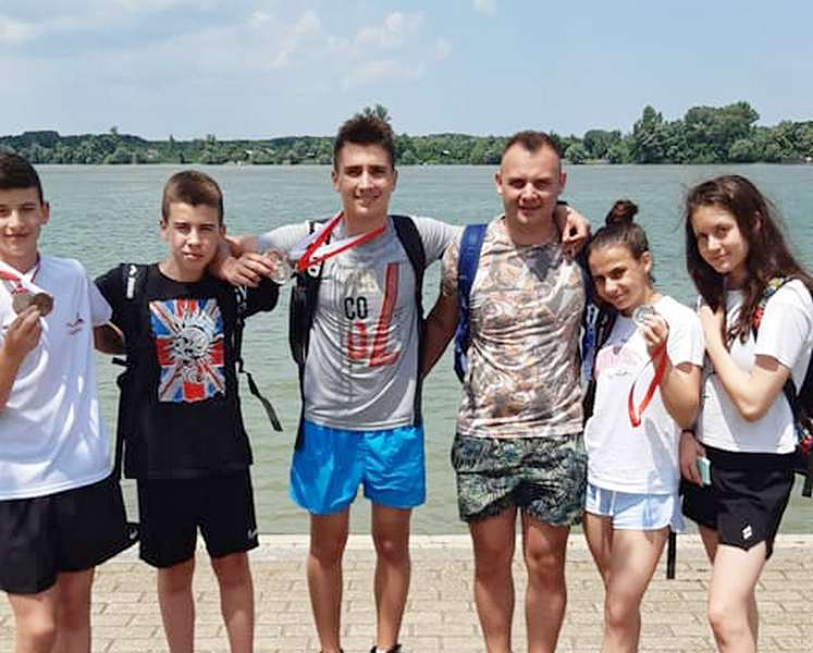 Pet plivača sa Trofeja u Beogradu donelo u Leskovac 12 medalja