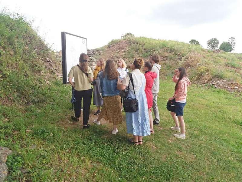 Na rimskim zidinama Caričinog grada i Rusi, Poljaci i Englezi