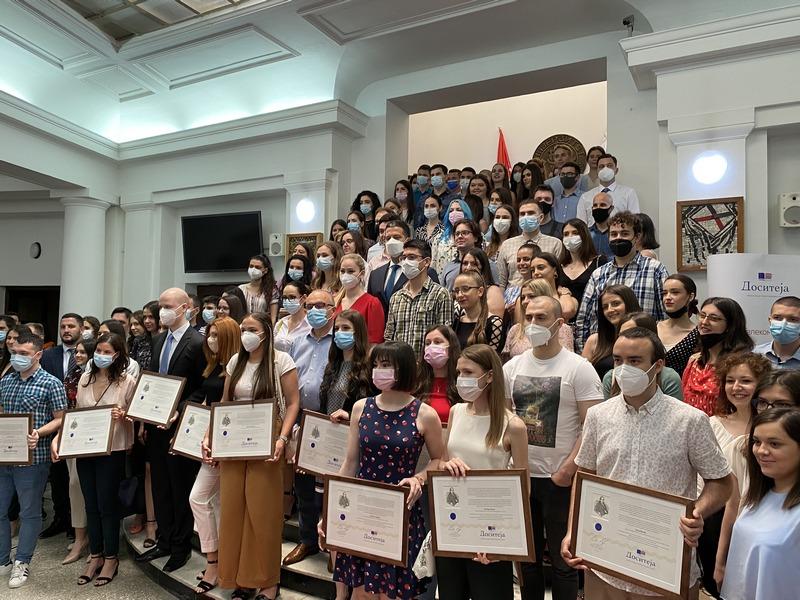 """Slika dana: Dodeljeno 228 stipendija """"Dositeja"""" najboljim studentima niškog Univerziteta"""