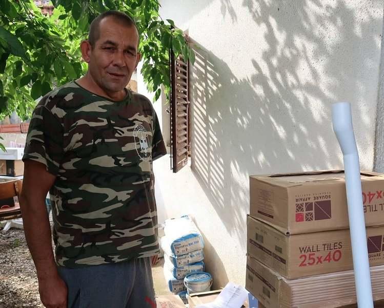 Tomislav iz Kutleša kod Leskovca zahvaljujući anonimnom donatoru dobija novo kupatilo