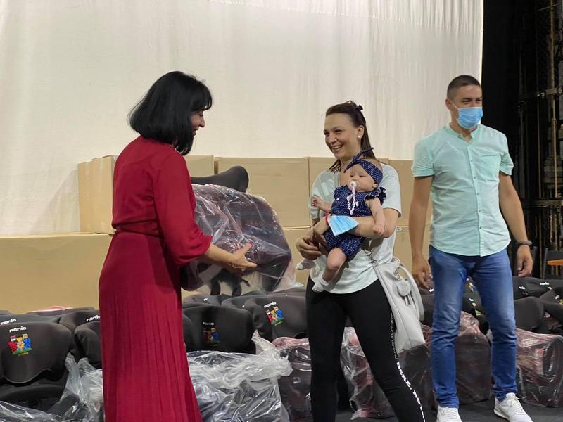 Grad Leskovac dodelio 133 sedišta za bebe rođene u maju i junu