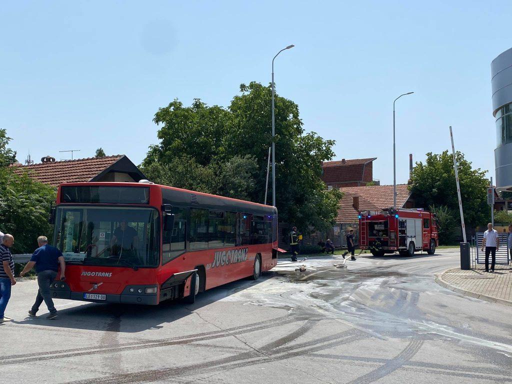 Zapalio se autobus na autobuskoj stanici u Leskovcu
